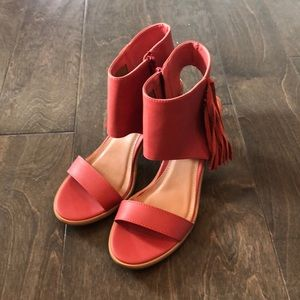 NEVER WORN! coral sandals with side fringe